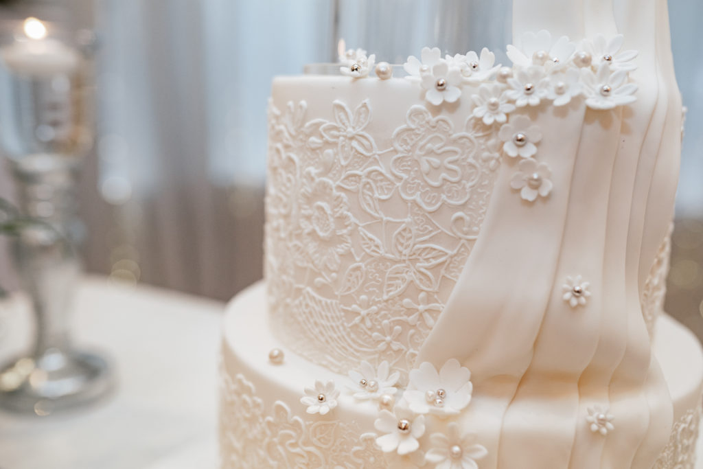 Photograph showing hand piped royal icing lace