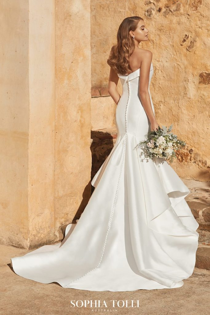Bride in satin mermaid gown with buttons